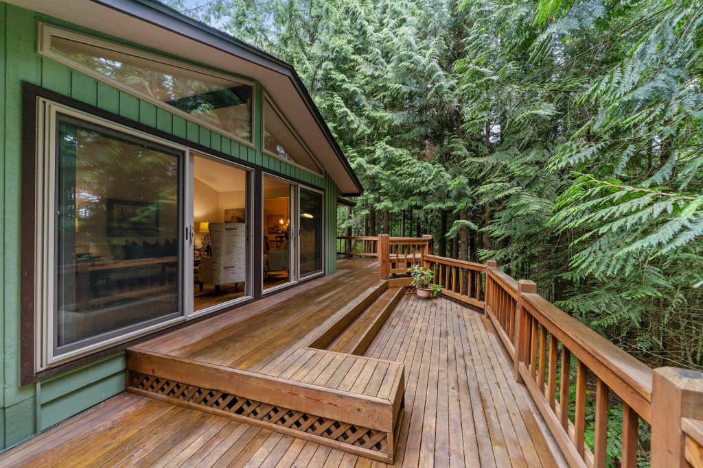 can you put a hot tub under a deck