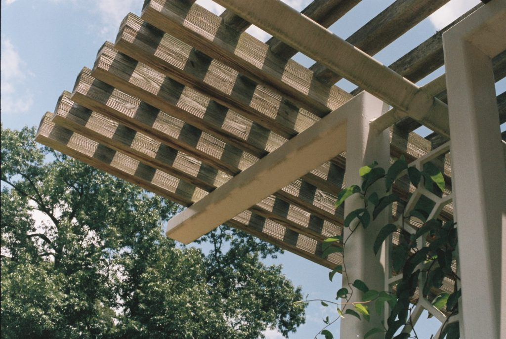 How much weight can a pergola hold