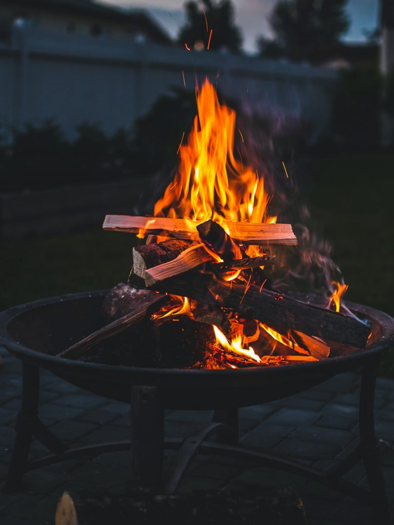 how to build a fire pit on grass