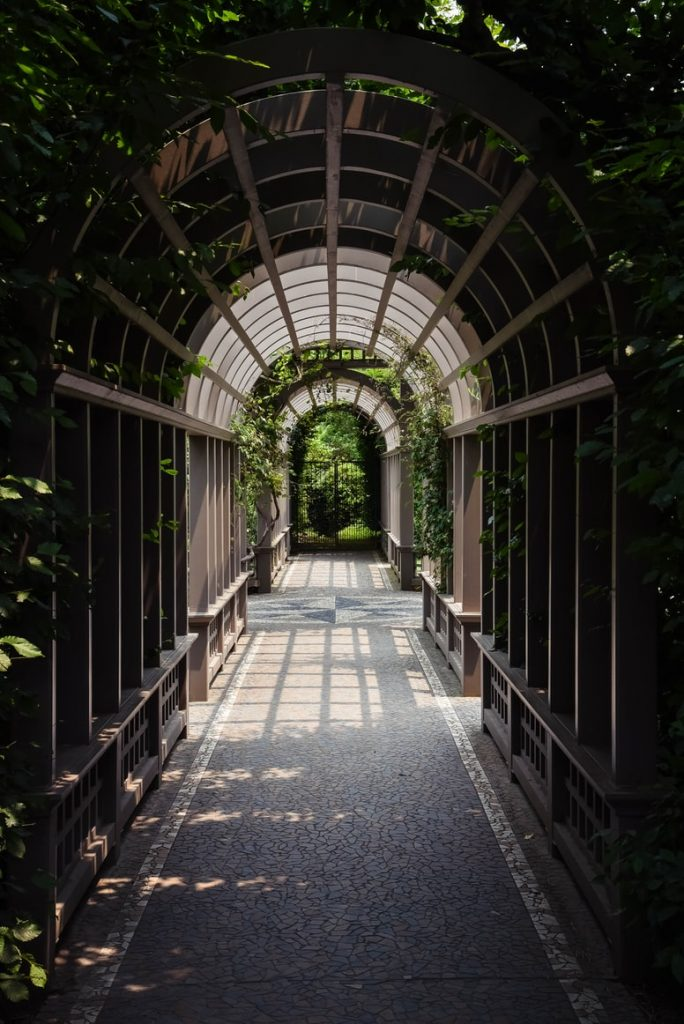 can a pergola have a solid roof